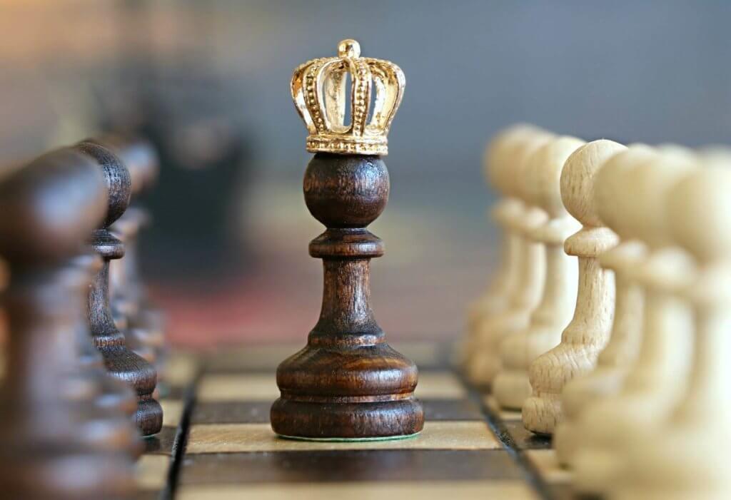 Peça do xadrez representando arquetipo do governante